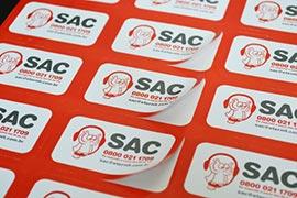 Confecção de etiquetas adesivas